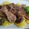 Tagliata di manzo con porcini e patate.
