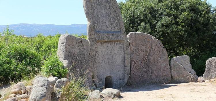 Diversamente Sardi : Tomba dei Giganti S'Ena 'e Thomes (video)