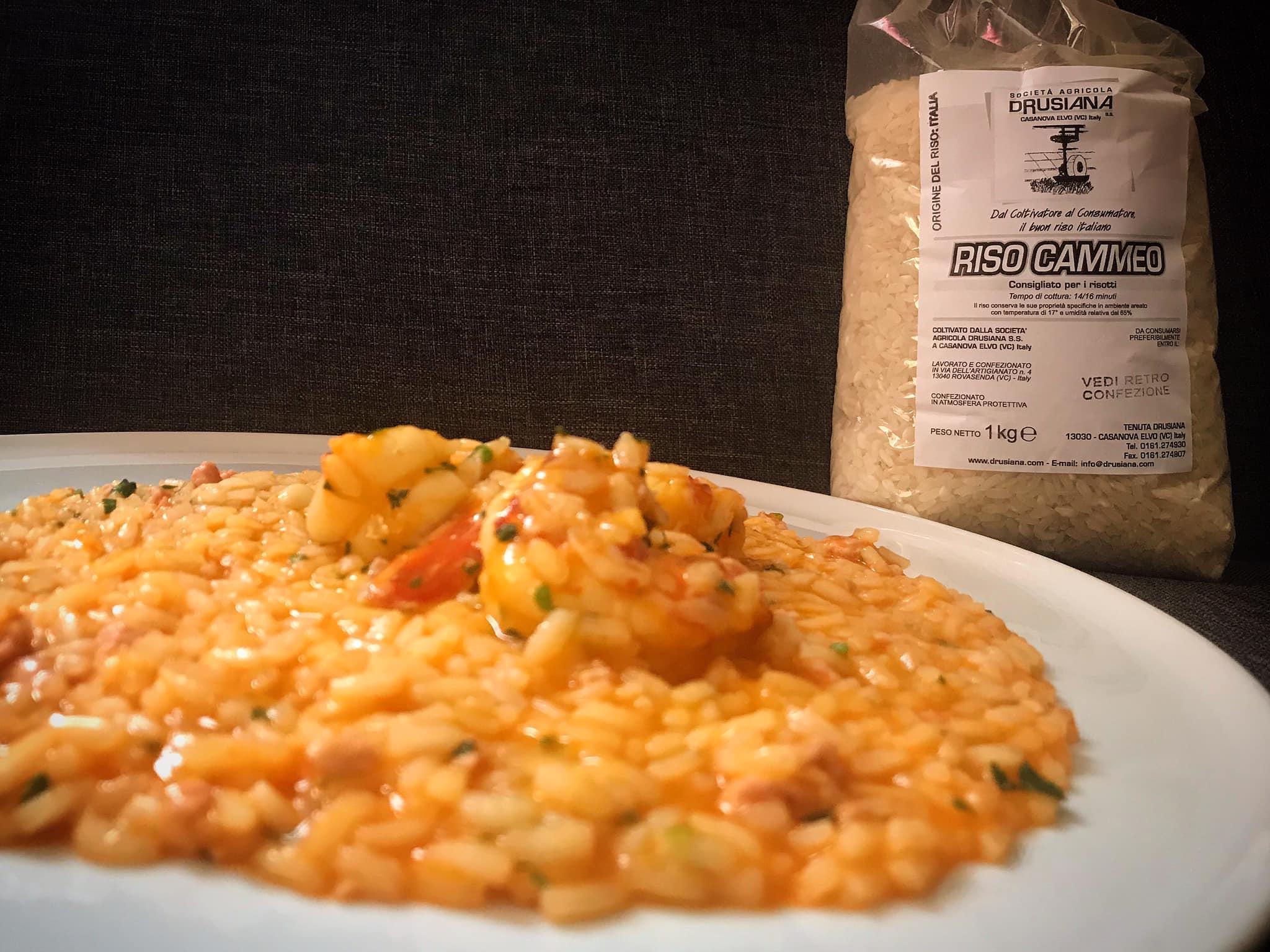 Risotto con crema di peperoni… ragù di tonno e code di gamberi